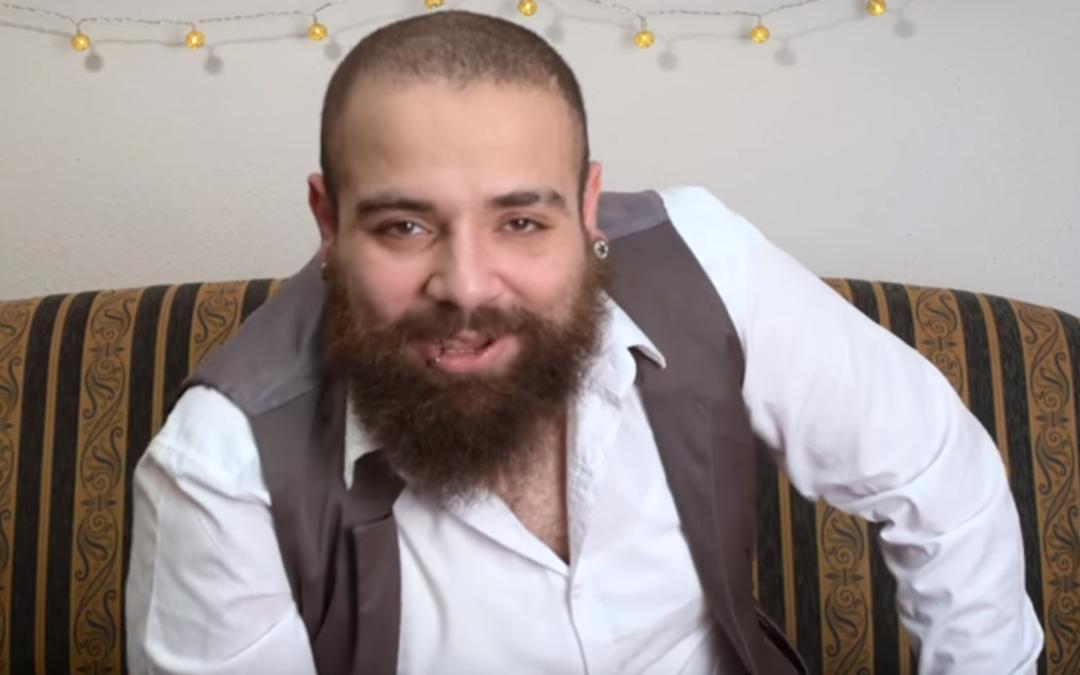 Wie sind diese Deutschen? Fragt der Syrer Firas Alshater auf Youtube. Sehenswert!